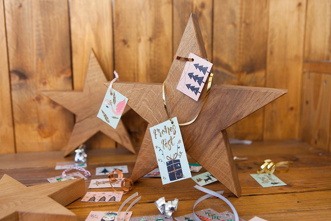 Geschenkanhänger an Holzstern