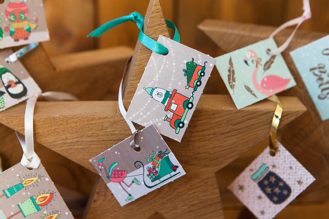 Geschenkanhänger mit Holzeisenbahn