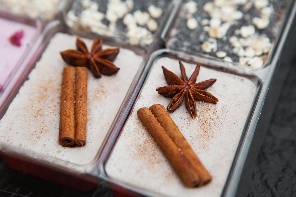 Winterliche Seifen mit Zimt gegossen im Adventskalender